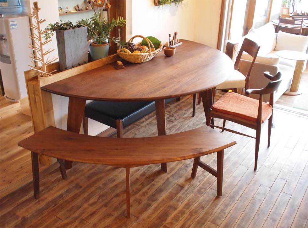 マルミヤのダイニングテーブル